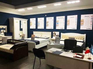 Отдел мебели из массива и матрасов производства Италии